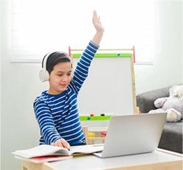 Σχολείο στο σπίτι: Διάβασμα με τους πιο πολύτιμους «βοηθούς»!